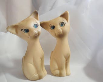 Vintage Plastic Siamese Cats Novelty Salt and Pepper Shakers