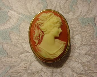 Vintage Acrylic Cameo Brooch, Pendant Solid Perfume Compact, Gold Tone
