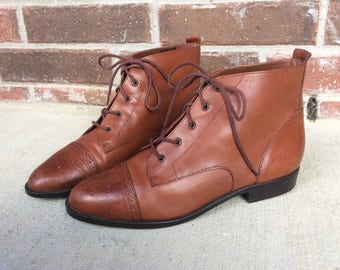 vtg 80s brown leather WINGTIP lace up ANKLE BOOTS boho 9 flats brogues shoes