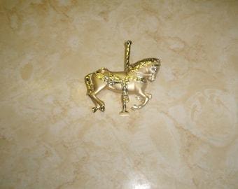 vintage pin brooch brushed shiny goldtone horse carousel