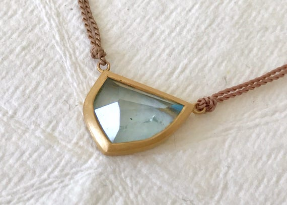 Untreated aquamarine and solid 18k gold pendant necklace