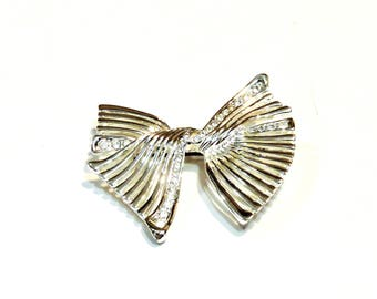 Silver Bow Brooch, Vintage Rhinestone Twisted Ribbon Bow Metal Lapel Pin, Collectible Silver Tone Costume Jewelry itsyourcountry