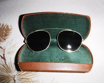 Vintage clip on sunglasses gold tone in leather case
