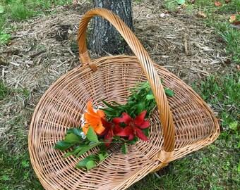 Vintage Extra Large Flat Gathering Wicker Basket......Wedding...Flower Basket....Photo Prop