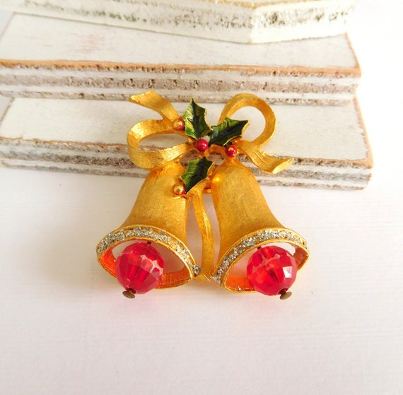 Vintage Gold Tone Red Bead Christmas Bell Enamel Holly Leaf Brooch Pin Z28