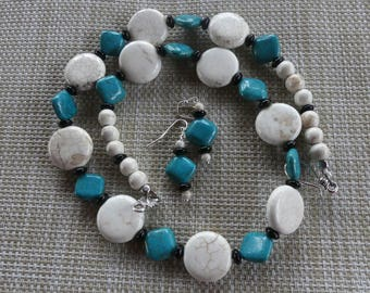 22 Inch White Turquoise and Blue Turquoise Necklace with Earrings
