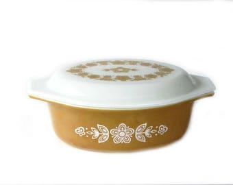 Pyrex Butterfly Gold 1 Covered Oval Casserole White Applied Design on Butterscotch 1.5 Quart Oven Bakeware