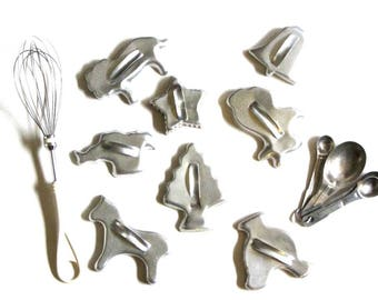 Mirro Aluminum Cookie Cutters Set of Eight Animals and Christmas Holiday Gift for Cook