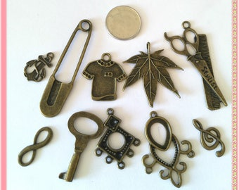 Amazing lot- Mix 10pcs antique bronze finish metal pendants-6108Q