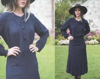 Vintage 1940s medium / large navy blue rayon crepe dress - long sleeved - pleated / pointed collar / button down / ww11 era / swing dress