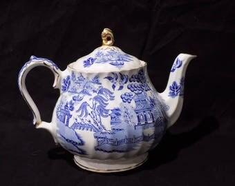 Vintage Saddler England Blue Willow Blue Gold White Teapot - Chinoiserie Asian Oriental Style Porcelain Serving Drinkware Table Decor