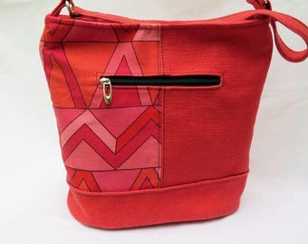 Bucket Tote in Coral and Black Geo