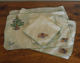 Vintage Embroidered Christmas Table Linens Placemats (4) and Napkins (4) Christmas Tree & Presents