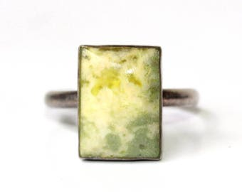 Vintage sterling silver ring with gorgeous rectangular earthtones natural stone