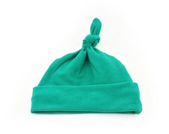 Baby Top Knot Hat (Solid Emerald) ||| baby shower gift, newborn hat, newborn take home outfit, baby jersey hat, knotted hat