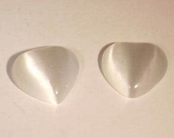 White 15mm cat's eye glass heart cabochon