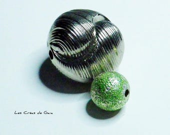 2 x beads metal and resin