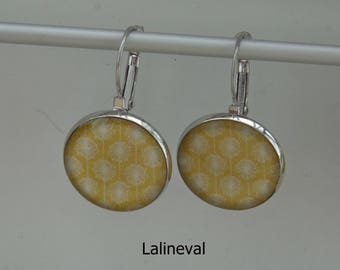 Stud Earrings floral yellow and white