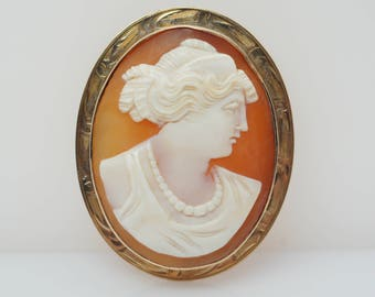 Vintage Conch Shell Cameo Brooch in 10k Yellow Gold