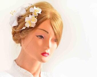 White and yellow hair clip Flower fascinator Modern headpiece White fascinator Simple fascinator Bridal hair piece Wedding hair accessories