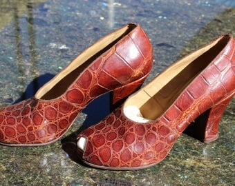 Authentic 1930s Alligator Peeptoe Pumps US Size 5