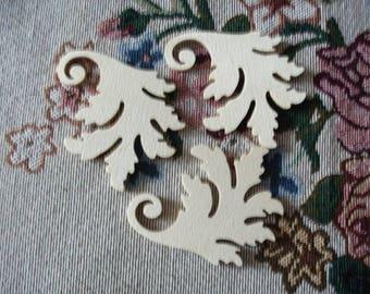 3 leaf ornaments, 7x6cm  (01-0003A)