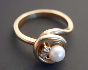 """Lovely 14K Yellow Gold """"Pearl Swirl"""" Ring with 2 Diamonds -  White Pearl 5.5 mm"""