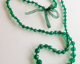 long emerald green faceted lucite beads necklace great chunky costume jewellery