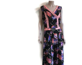 Vintage 80s dress with belt / 50s style dress / pleated skirt dress / Black with pink and purple flowers / boho 80s dress / 80s party dress