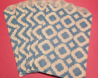 CLEARANCE! Set of 12 - Paper Bags with Teal/Aqua Quatrefoil Design