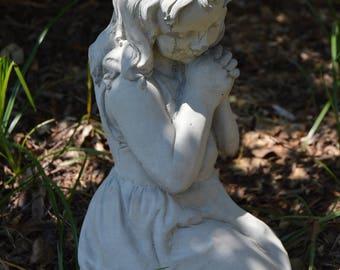 Solid Concrete Sweet Kneeling Girl Garden Statue/Memorial