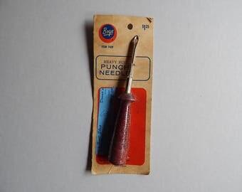 Boye 7420 Heavy Rug Punch Needle Wood Handle No. 6 USA New Old Stock Craft Supplies