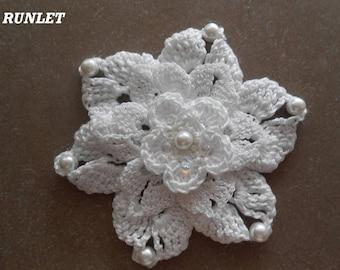 whire crochet flower