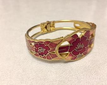Vintage 1970's-era pink coral and gold delicate clasp bracelet