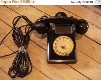 10 % SALE Vintage rotary dial phone in Bakelite, France 50s.