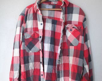 vintage distressed red gray white buffalo check plaid checkered lumberjack flannel button up shirt