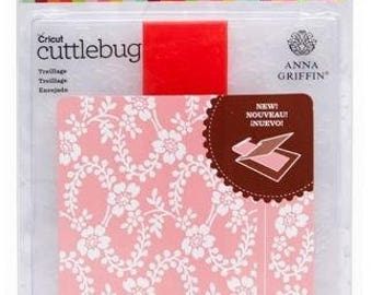 Cuttlebug 2002053 (A2) Embossing Folder and Border, Treillage