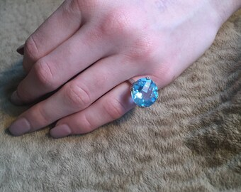 Jewelry Sale: Authentic Victoria Townsend Vintage Blue Topaz Solitaire Ring-5g Blue Topaz Solitaire Ring- Size 7.5. 925 Sterling Silver
