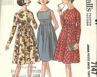 25% OFF McCalls 7147  Junior Petite Dress    uncut   Size 3-5