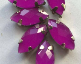 Sewing bobbin shaped rhinestone size 1.5 cm