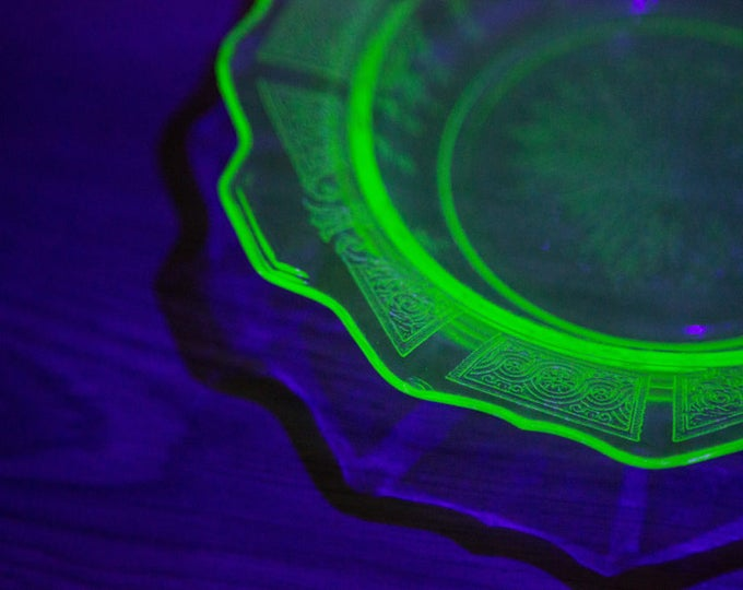 Vaseline Glass Serving Dish / Antique Uranium Yellow Depression Glass Plate /Vintage Etched Glass That Glows Under Blacklight