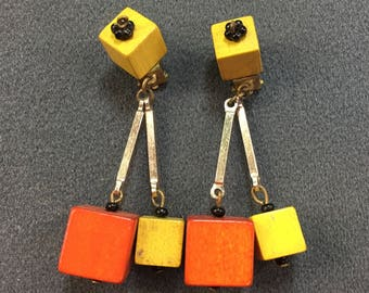 Cool Vintage Mod Orange and Yellow Wood Bead Dangle Clip Earrings. Free shipping