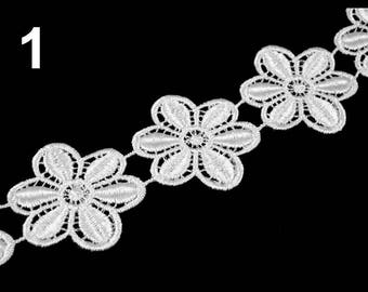 Flower 45 mm white guipure lace