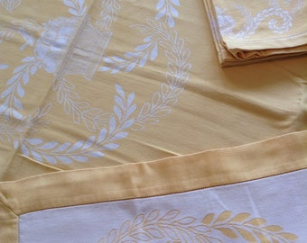 Gold table cloth and napkins