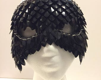 Sloane Mask in Raven // Black Scale Maille Mask