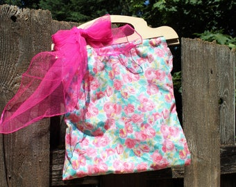 Handmade/floral/pink/white/lace/wood handles/handbag. Vintage fabric and handles. With pink scarf! REVERSIBLE BAG! Floral or lace!
