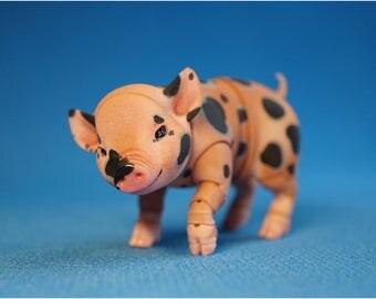In stock. Mini Pig. Bjd 5 cm in the backrest.