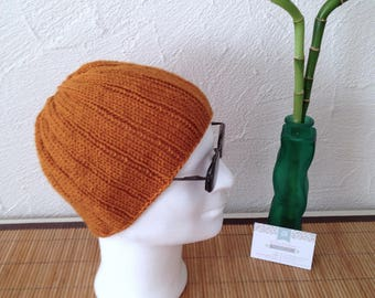 Man caramel color wool knit hat