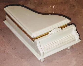 Ceramic, Piano shaped, Trinket box, jewelry box, Grand Piano, White Piano, Gold Accent, vintage home decor, made in italy