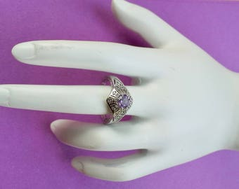 Vintage Silver filigree ring crowned with amethyst